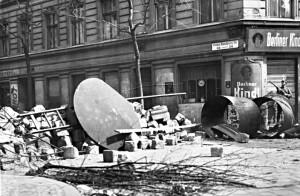 Barrikade Rollberg-Viertel